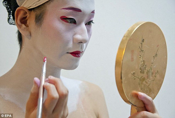 La Geisha est une femme pour plaire.