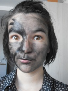 Etape 1 le fond de teint noir la moitié du visage