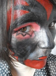 Maquillage final halloween femme de satan gros plan