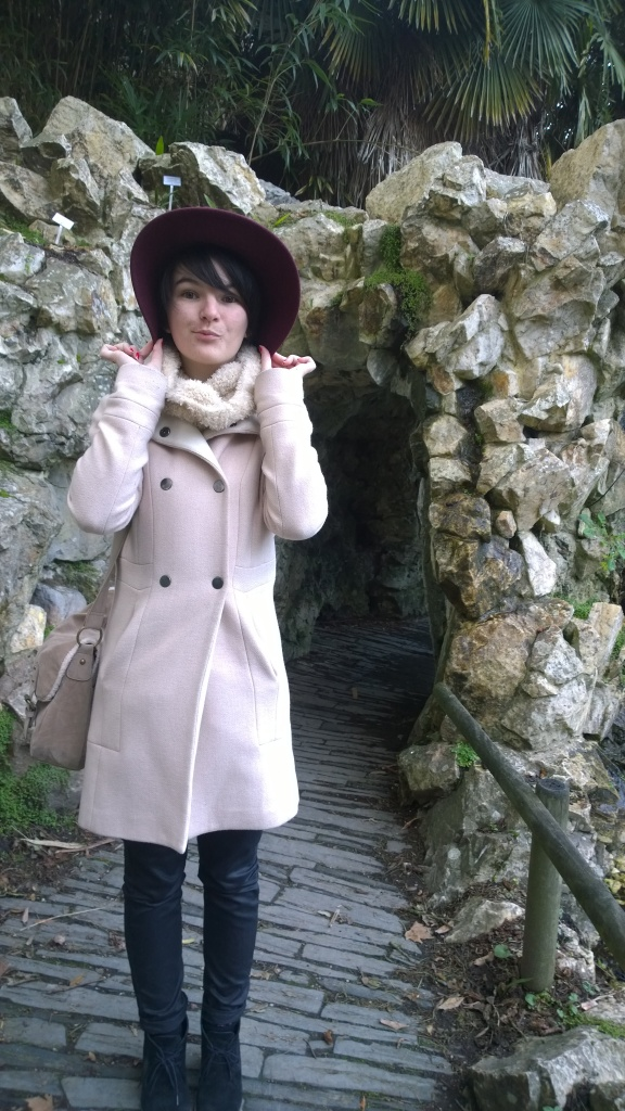 Week end à Nantes - Jardin des plantes - Manteau rose et chapeau