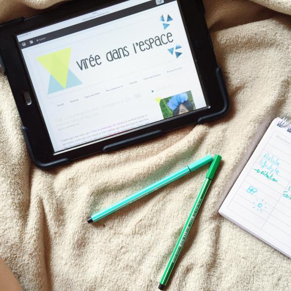 Flatlay blog tablette organisation